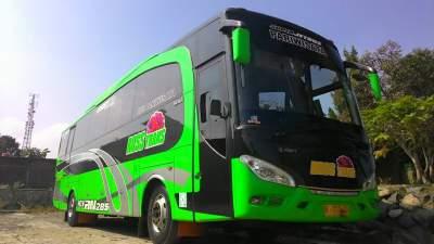 jasabuspariwisata-bus-pariwisata-ross-trans