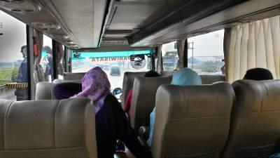 jasabuspariwisata-bus-aerotrans-medium-16-seat-perjalanan