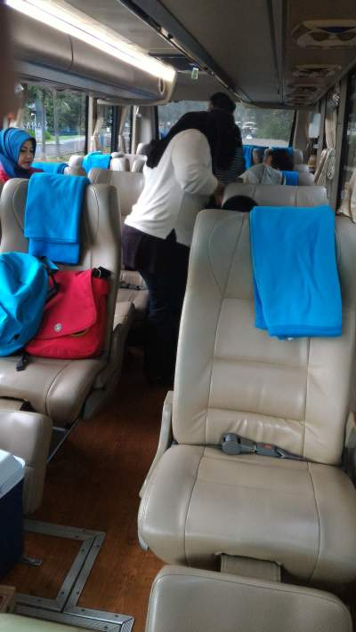 jasabuspariwisata-bus-aerotrans-medium-16-seat-interior