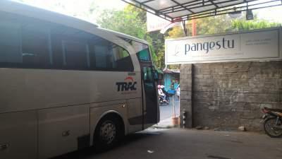 jasabuspariwisata-bus-trac-premium-class-toko-pangestu