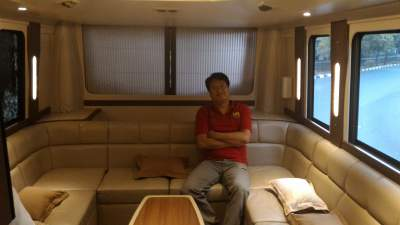 jasabuspariwisata-bus-weha-one-sofa
