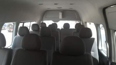 jasabuspariwisata-sewa-hiace-interior