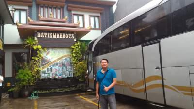 jasabuspariwisata-bus-weha-one-premium-class-white-horse-perjalanan-ke-cirebon-batik-mahkota