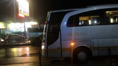 jasabuspariwisata-bus-weha-one-premium-class-white-horse-perjalanan-ke-cirebon-empal-gentong-haji-apud
