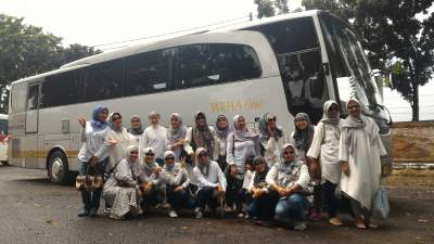 jasabuspariwisata-bus-weha-one-premium-class-white-horse-perjalanan-ke-cirebon