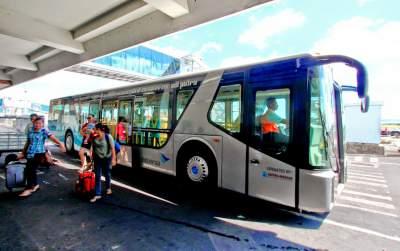 jasabuspariwisata-urgensi-sewa-bus-transfer-bandara-shuttle-bus