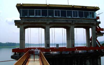 jasabuspariwisata-5-rekomendasi-objek-wisata-malang-terbaru-paling-menarik-bendungan-karangkates
