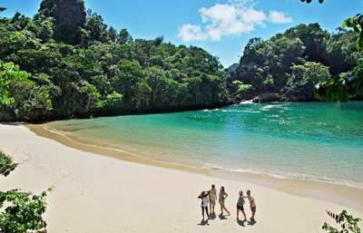 jasabuspariwisata-5-rekomendasi-objek-wisata-malang-terbaru-paling-menarik-sagara-anakan-pulau-sempu