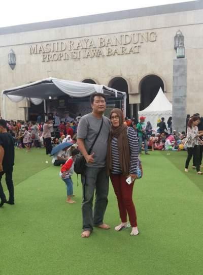 jasabuspariwisata-alun-alun-bandung-tren-tempat-wisata-masa-kini-masjid-raya