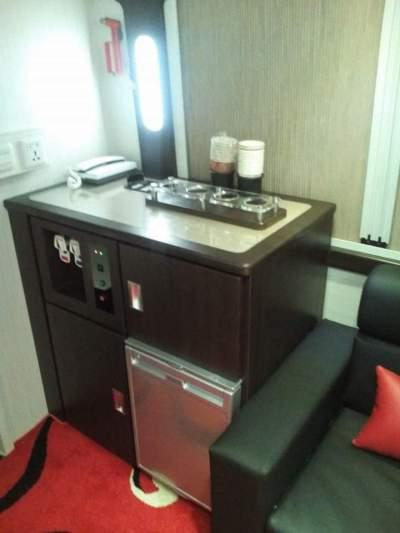 jasabuspariwisata-beberapa-bus-pariwisata-yang-menyediakan-dispenser-bus-mewah-premium-class