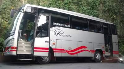 jasabuspariwisata-eksotis-dan-menarik-menikmati-objek-wisata-di-cianjur-bus-white-horse