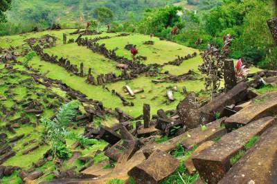 jasabuspariwisata-eksotis-dan-menarik-menikmati-objek-wisata-di-cianjur-situs-gunung-padang