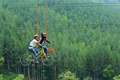 jasabuspariwisata-habiskan-liburan-anda-di-tempat-wisata-the-lodge-maribaya-sky-bike