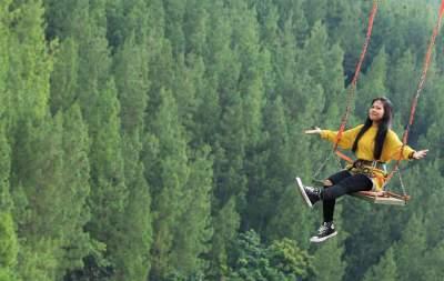 jasabuspariwisata-habiskan-liburan-anda-di-tempat-wisata-the-lodge-maribaya-sky-swing