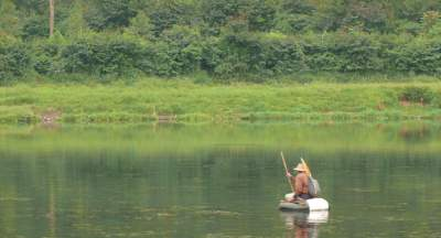 jasabuspariwisata-ingin-berbulan-madu-kunjungi-danau-romantis-situ-cileunca-memancing