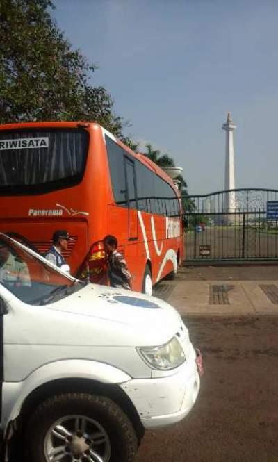 jasabuspariwisata-monas-wisata-sejarah-sebagai-icon-ibukota-bus-panorama