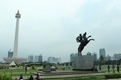 jasabuspariwisata-monas-wisata-sejarah-sebagai-icon-ibukota