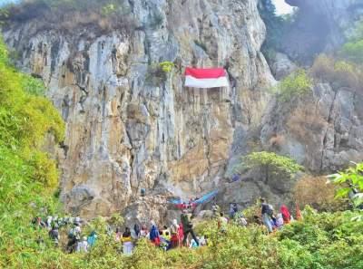 jasabuspariwisata-nikmati-wisata-ekstrim-di-tebing-citatah-dengan-bus-pariwisata-tebing-125