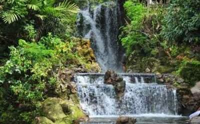jasabuspariwisata-nikmati-wisata-pemandian-air-panas-sari-ater-subang-air-terjun