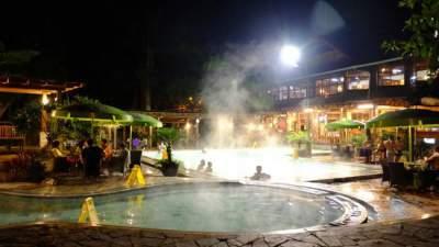 jasabuspariwisata-nikmati-wisata-pemandian-air-panas-sari-ater-subang-bungalow