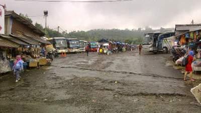 jasabuspariwisata-nikmati-wisata-pemandian-air-panas-sari-ater-subang-parkir-bus-pariwisata