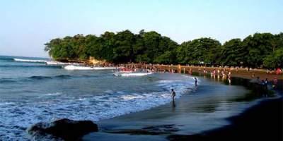 jasabuspariwisata-objek-wisata-tasikmalaya-yang-menakjubkan-pantai-cipatujah