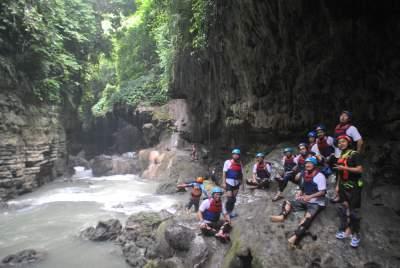 jasabuspariwisata-kunjungi-8-obyek-wisata-di-pangandaran-ini-saat-liburan-sekolah-green-canyon