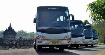 jasabuspariwisata-objek-wisata-candi-ratu-boko-kemegahan-istana-diatas-bukit-bus-pariwisata-white-horse