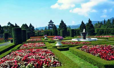 jasabuspariwisata-taman-bunga-nusantara-cianjur-untuk-alternatif-liburan-bersama-keluarga-taman-perancis
