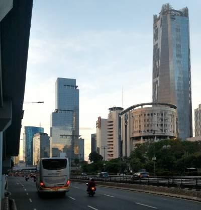 jasabuspariwisata-libur-lebaran-ke-malang-dengan-bus-premium-luxury-white-horse-weha-one-jalan