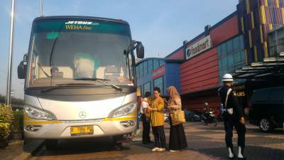 Perjalanan ke Bandung Bus Premium / Luxurious Weha One