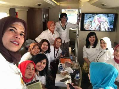 jasabuspariwisata-sewa-bus-white-horse-luxury-premium-class-weha-one-karaoke-room