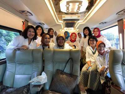 Sewa Bus White Horse Luxury Premium Class Weha One