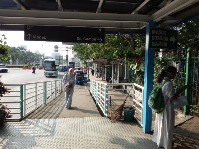 jasabuspariwisata-naik-kereta-api-bima-dan-kereta-api-argo-bromo-anggrek-ke-surabaya-halte-gambir-2