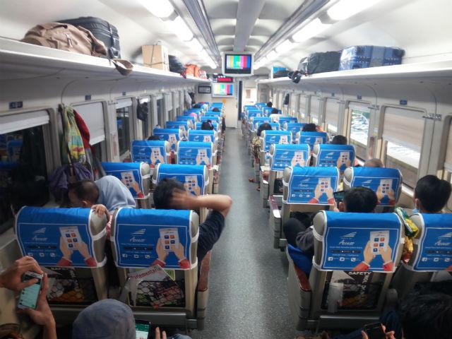 jasabuspariwisata-perjalanan-ke-malang-dengan-kereta-api-bima-dan-bus-gunung-harta-interior-kereta