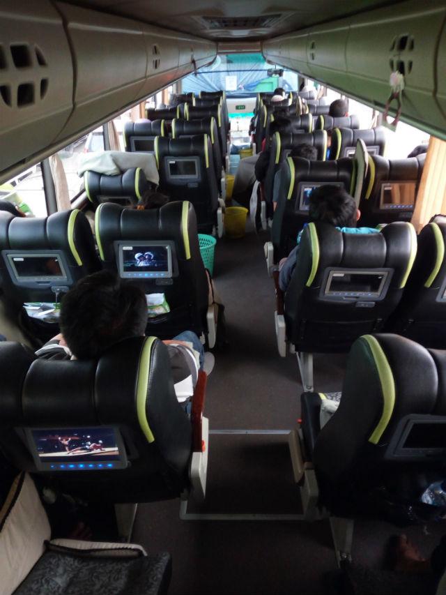 jasabuspariwisata-perjalanan-ke-malang-dengan-kereta-api-bima-dan-bus-gunung-harta-interior