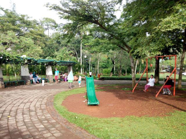 jasabuspariwisata-wisata-dan-olahraga-di-taman-tabebuya-area-bermain