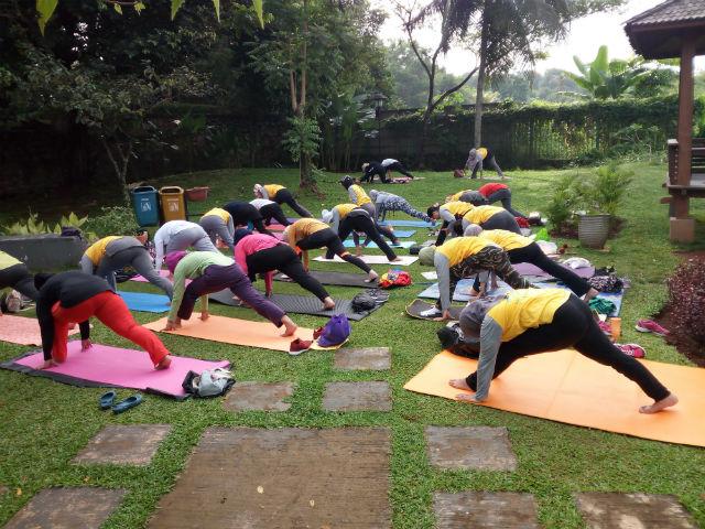 jasabuspariwisata-wisata-dan-olahraga-di-taman-tabebuya-yoga