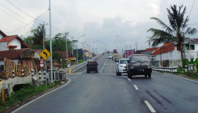 jasabuspariwisata-polisi-desak-jalur-darurat-di-flyover-kretek-brebes-segera-dibangun