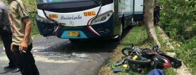 jasabuspariwisata-satu-orang-meninggal-akibat-tabrakan-bus-pariwisata-vs-motor-di-gunung-kidul-yogyakarta